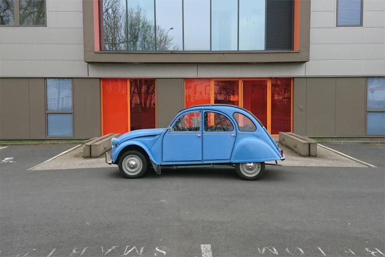 la grenouille bleue 2 CV, une youngtimer et oldtimer vintage en carspotting en france à Rennes